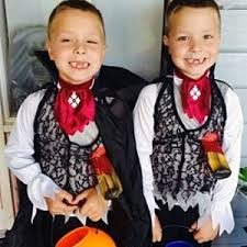 twin halloween costumes twin costume ideas about twins