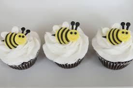 bumble bee cupcakes bumble bee cupcakes cakes bakes
