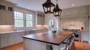 white kitchen cabinets with taupe backsplash white kitchen cabinets with taupe backsplash