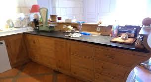 cuisine ardoise et bois cuisine en bois modele cuisine en l meubles rangement cuisine en