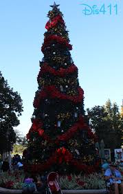 photos u0026 video christmas decorations at epcot in walt disney