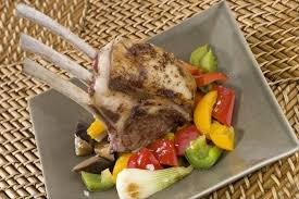 cuisiner un carré d agneau recette de carré d agneau poêlée de légumes du soleil facile et rapide