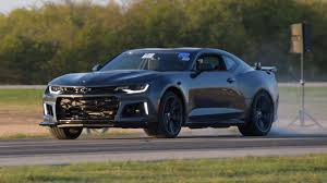 camaro zl1 vs corvette 2017 camaro zl1 vs c6 corvette z06 in a 1 2 mile shootout