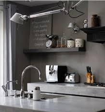 couleur cuisine mur couleur cuisine mur taupe et chocolat plan de travail gris brillant