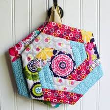 free patterns quilted potholders a busy empty nest wips potholders scrap and sewing projects