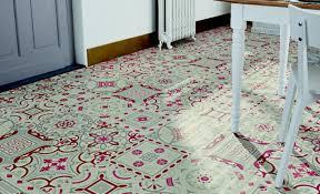sol vinyle cuisine les motifs carreaux de ciment font leur grand retour maclou
