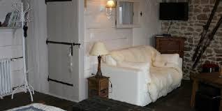chambres d h es en auvergne domaine des pierres davélie une chambre d hotes dans le puy de