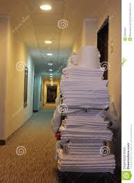 nettoyage chambre hotel chariot à nettoyage de chambre d hôtel image stock image du normal