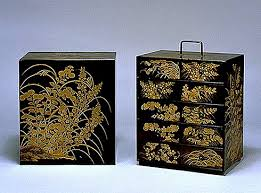 maki e lacquered kasho chest with design of autumn plants 京都国立
