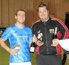 Michael Kraushaar (links) wurde als Torschützenkönig ausgezeichnet, Marco Grözinger als bester Torspieler. Foto: KraushaarFoto: Schwarzwälder-Bote - media.media.0ae88dde-fff6-4316-aa2b-f3969d3e4180.normalized