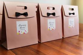 wedding gift bags for guests 8 ways to and delight your wedding guests mywedstyle