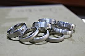 wedding band florida buying a men s wedding band in florida what you need to