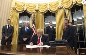 bureau ovale maison blanche le président donald dans le bureau ovale à la maison blanche