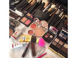 best makeup kits for makeup artists one of the industry s best makeup artists on cleaning up kit