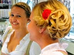 Frisuren Selber Machen Wiesn by Flechten Rollen Und Blümchen Ins Haar Frisuren