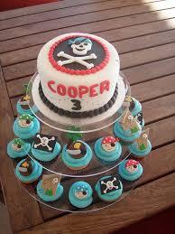Pirate Cake Decorations Best 25 Pirate Cupcake Ideas On Pinterest Pirate Birthday