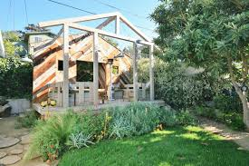 whimsical guest house with chickens houses for rent in los
