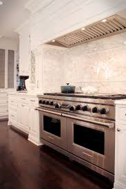 Classic Kitchen Backsplash Best 25 Classic White Kitchen Ideas On Pinterest Wood Floor