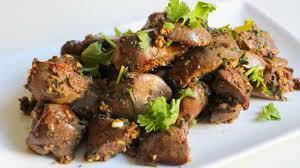 cuisiner des foies de volaille foies de volaille marines et poeles a l ail et poivre de kot noir