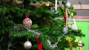 to decorate a tree hang all beautifully bring on the