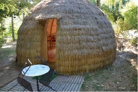 chambre d hote insolite bretagne un hébergement insolite dormez dans une meule de foin tourisme
