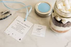 hot cocoa favors 8 fabulous winter wedding favors that your guests will totally