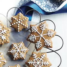 Icing To Decorate Cookies Chatelaine Cookies How To Decorate Cookies With Royal Icing