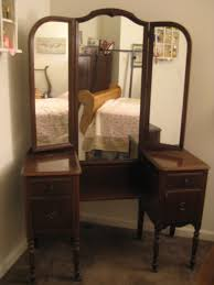 mirror dressing table with tapered legs and three fold mirror