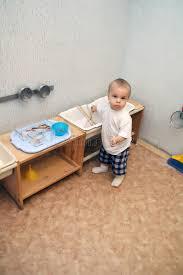 cuisine enfant garcon petit garçon jouant la cuisine image stock image du circuits
