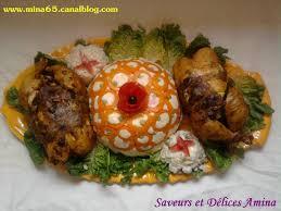 cuisine marocaine poulet farci poulet farci avec salade composée photo de cuisine traditionnelle