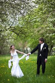 pose photo mariage de mariage mer fraîchement marié et la mariée pose outdoo