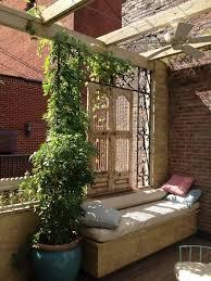 kletterpflanzen fã r balkon balkon sichtschutz dekor eisen spaliere sitzbank kletterpflanzen
