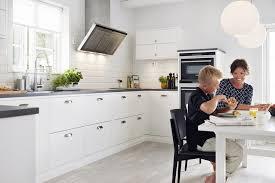 carrelage cuisine blanc carrelage métro blanc dans la cuisine et la salle de bains