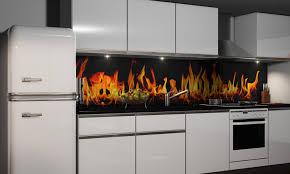 küche spritzschutz folie küchenrückwand folie flammen klebefolie spritzschutz dekofolie