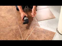 a curved cut to install vinyl tile with the dremel mm30