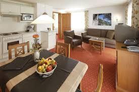 Wohnzimmer Und Schlafzimmer In Einem Bergfex Oberstdorfer Ferienwelt Ferienwohnung Oberstdorf