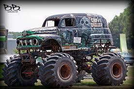 original grave digger monster truck classic digger old rusted grave digger monster truck ben beard
