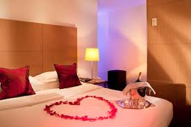 Rose Petals Room Decoration Romantic Bedrooms With Candles And Roses Exquisite And Romantic