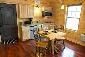 Treehouse Cleveland - ohio amish country lodging whispering pines tree house cabin