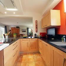 cuisines bois massif cuisine moderne en bois massif rénovation cuisiniste