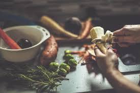 comment cuisiner les legumes comment cuisiner fanes épluchures de légumes et carcasses
