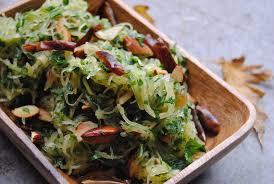 comment cuisiner une courgette spaghetti courge spaghetti 2 idées pour la préparer brut l de vivre