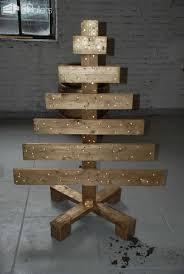 pallet christmas tree 40 pallet christmas trees decorations ideas 1001 pallets