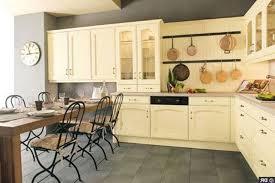 repeindre la cuisine repeindre des meubles de cuisine rustique rnovation cuisine