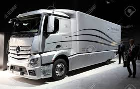 mercedes truck 100 mercedes benz heavy duty trucks mercedes benz short
