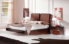 modern king size floating master bedroom design with wooden base