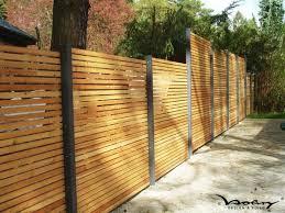 cloture jardin bois plus de 25 idées tendance dans la catégorie cloture jardin sur
