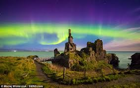 how long do the northern lights last northern lights put on dazzling display in uk tonight daily mail
