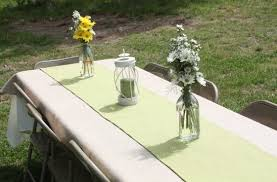 colored burlap as holiday table runners