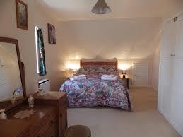 Bedroom Bed In Corner Holiday Home Crow Corner Yoxford Uk Booking Com